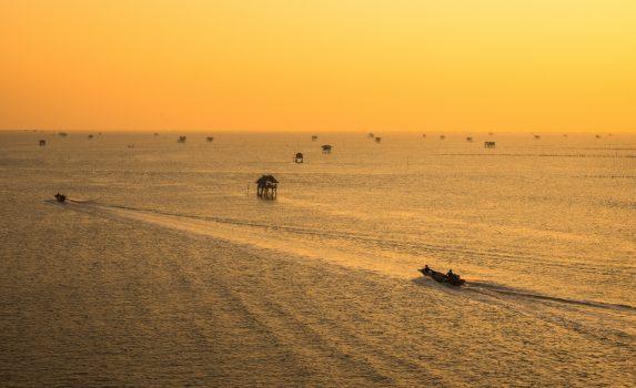 夕暮れの海  タイの風景