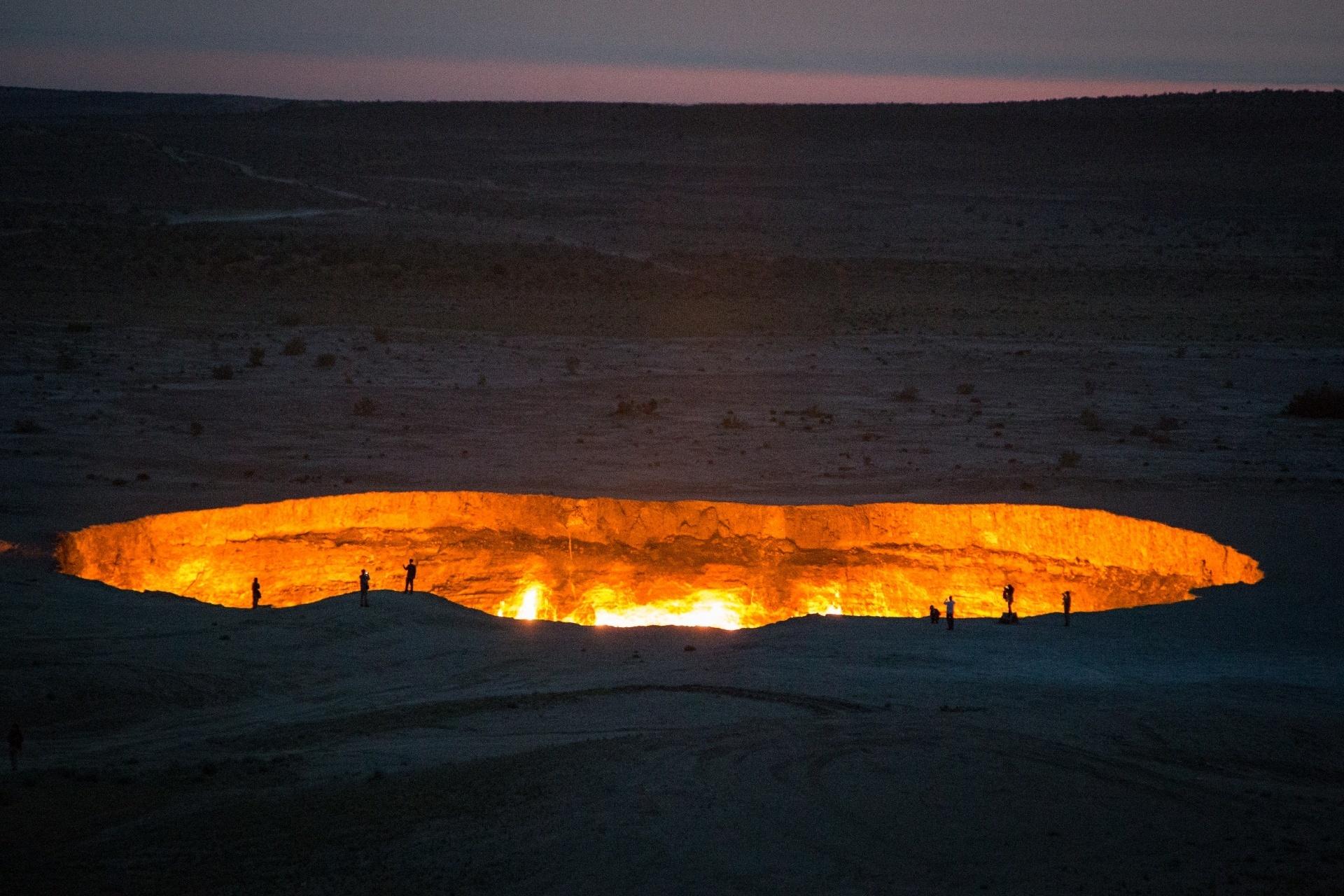 ダルヴァザのガス・クレーター トルクメニスタンの風景