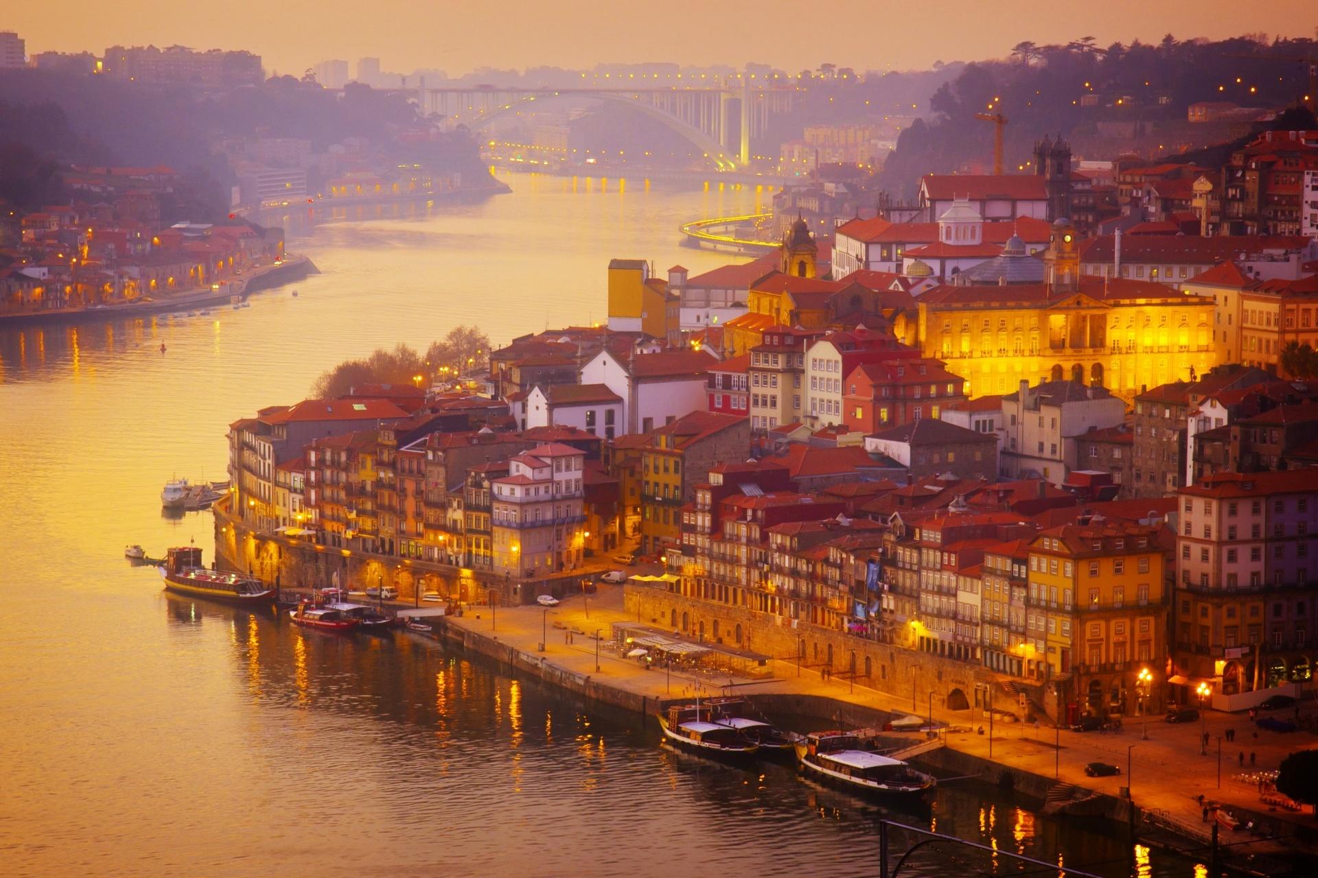 ドウロ川の夕暮れ ポルトガルの風景