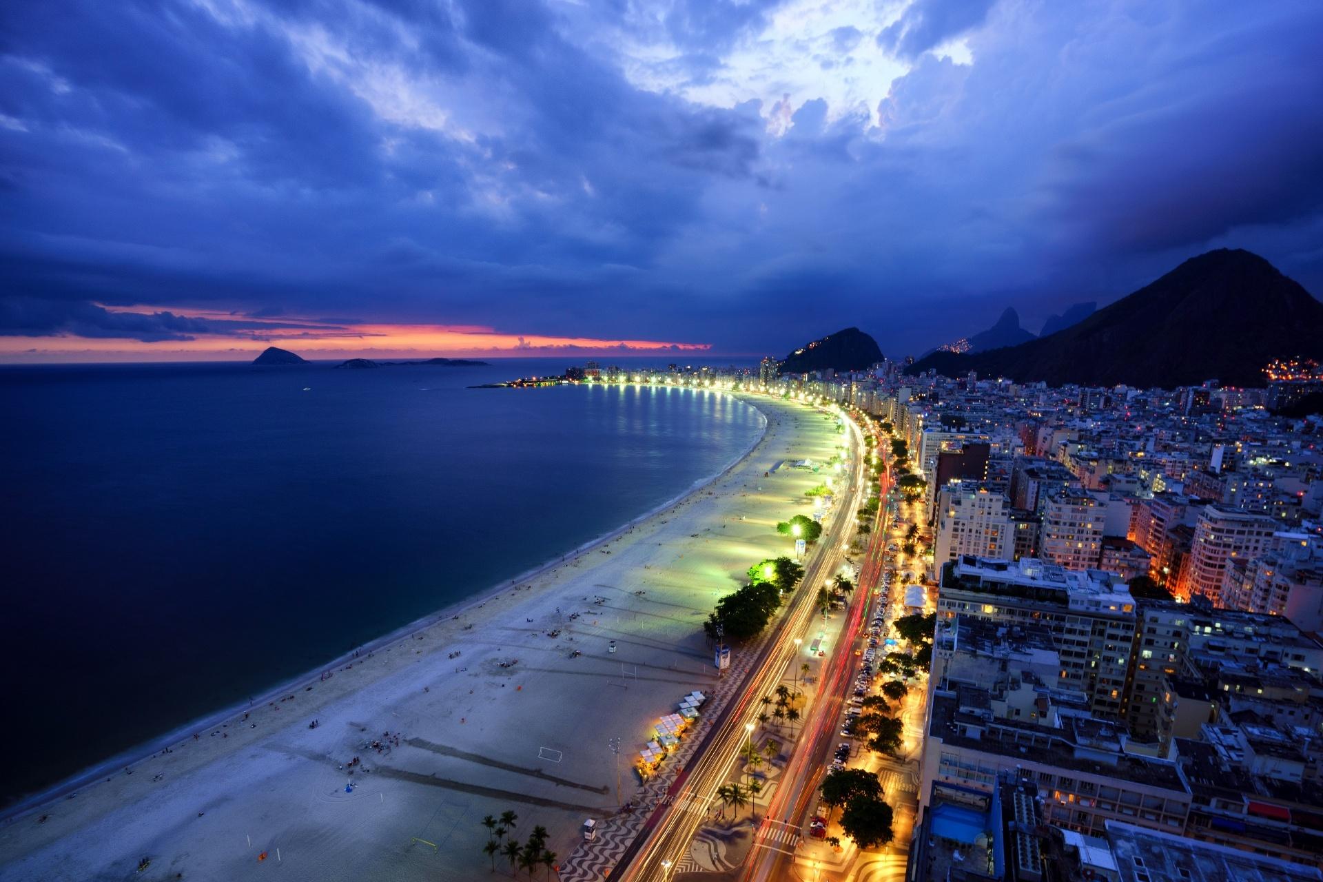 リオデジャネイロ 夜のコパカバーナビーチ ブラジルの風景