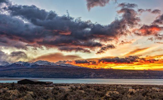 夕焼けとプカキ湖 ニュージーランドの風景