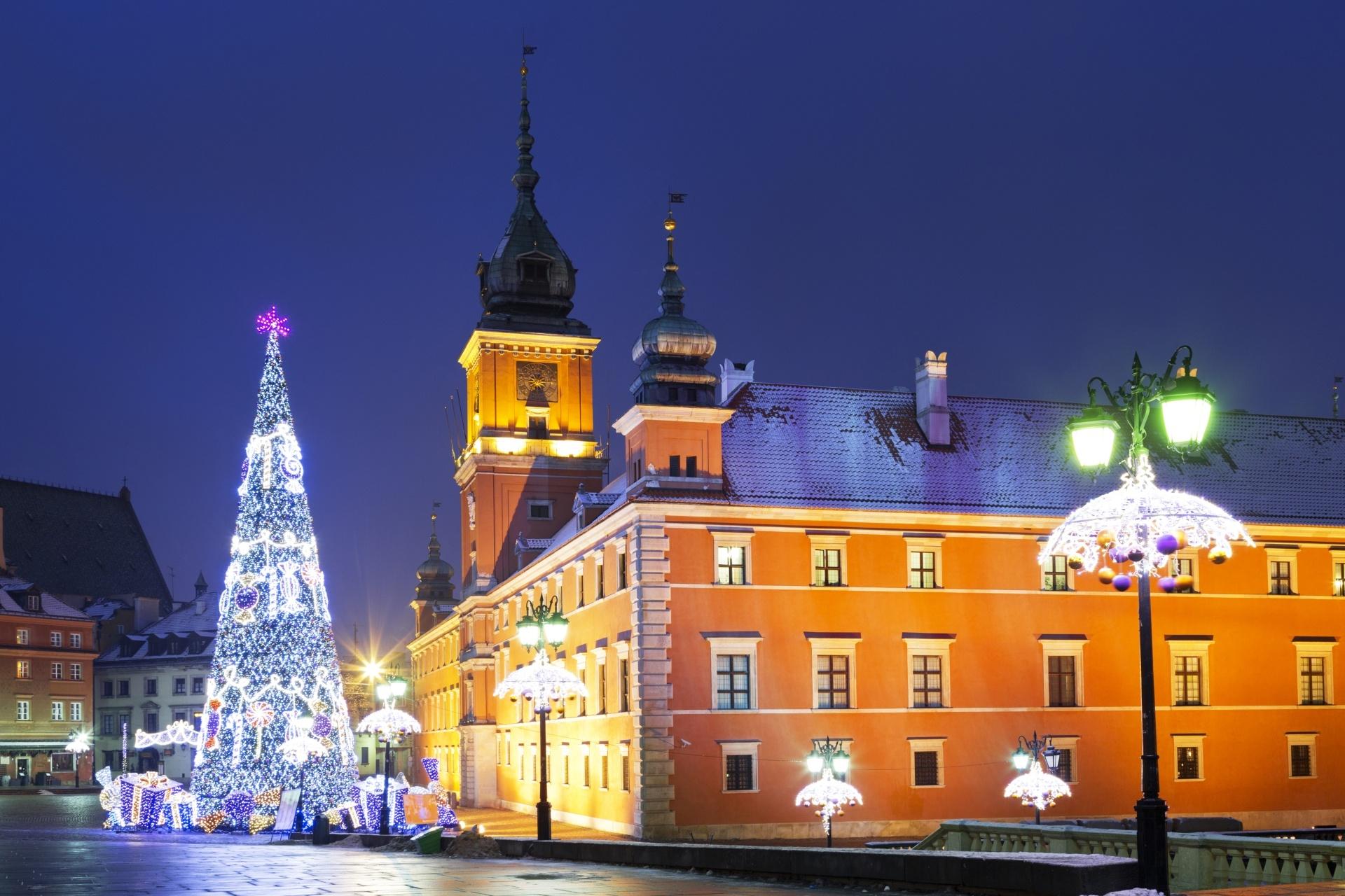 雪のワルシャワ クリスマスの風景 ポーランドの風景