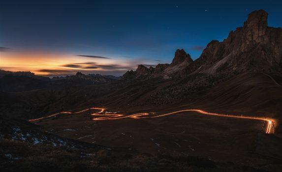 夕暮れ時のアルプスの風景