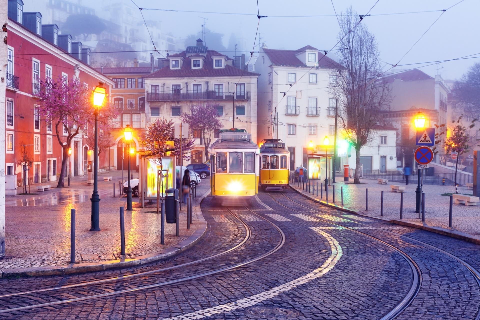 ポルトガル 霧の朝のリスボン