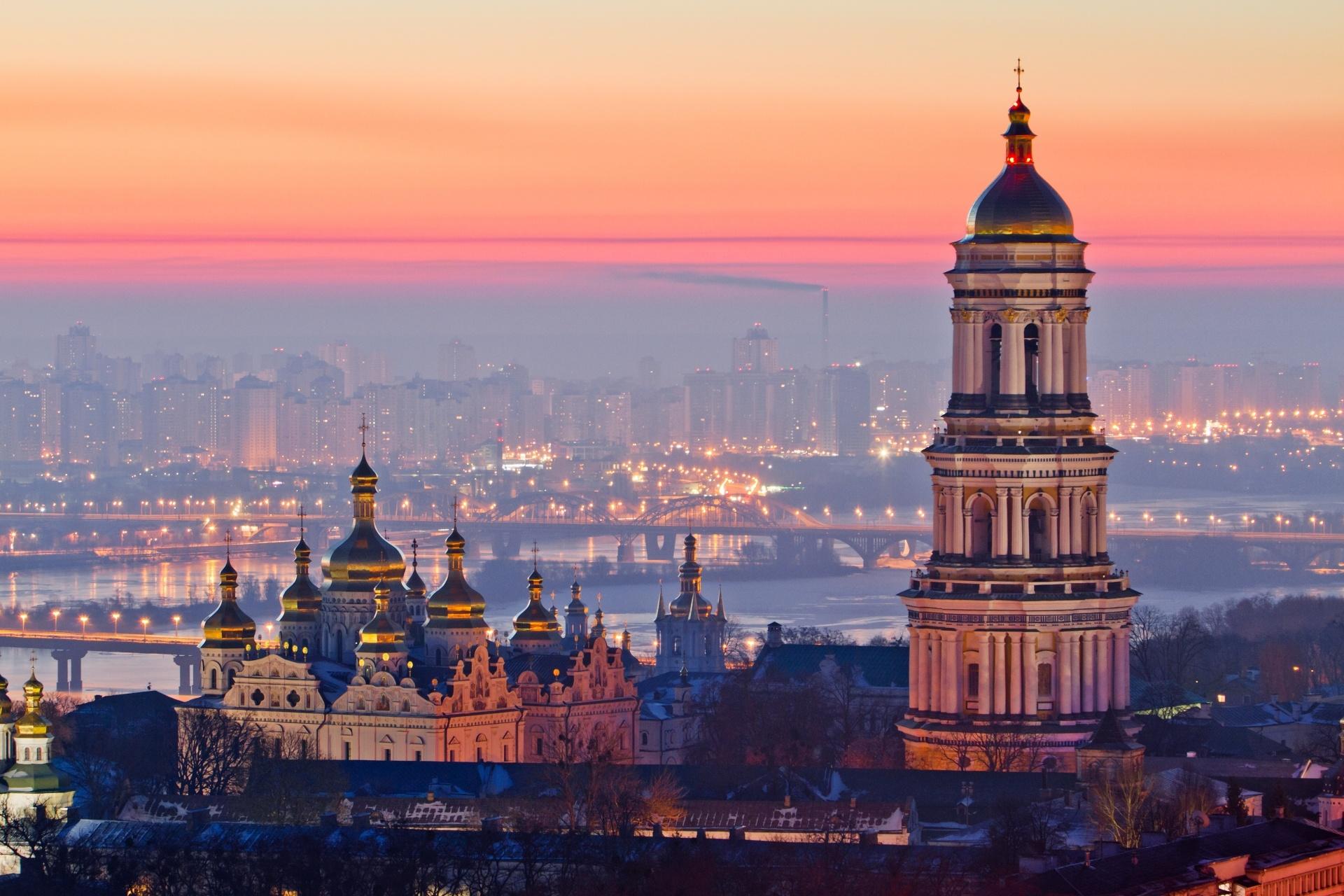 ウクライナ 朝のキエフ・ペチェールシク大修道院