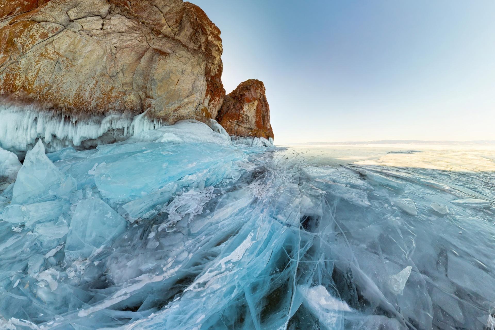 オリホン島 冬のバイカル湖の風景