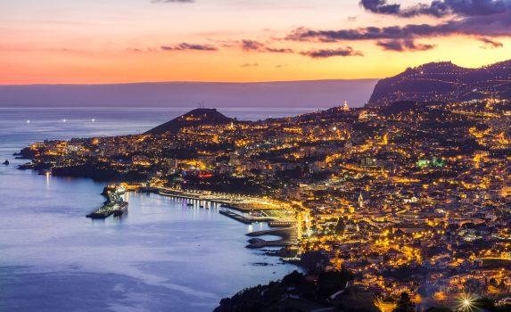 マデイラ島 フンシャルの夜景 ポルトガルの風景