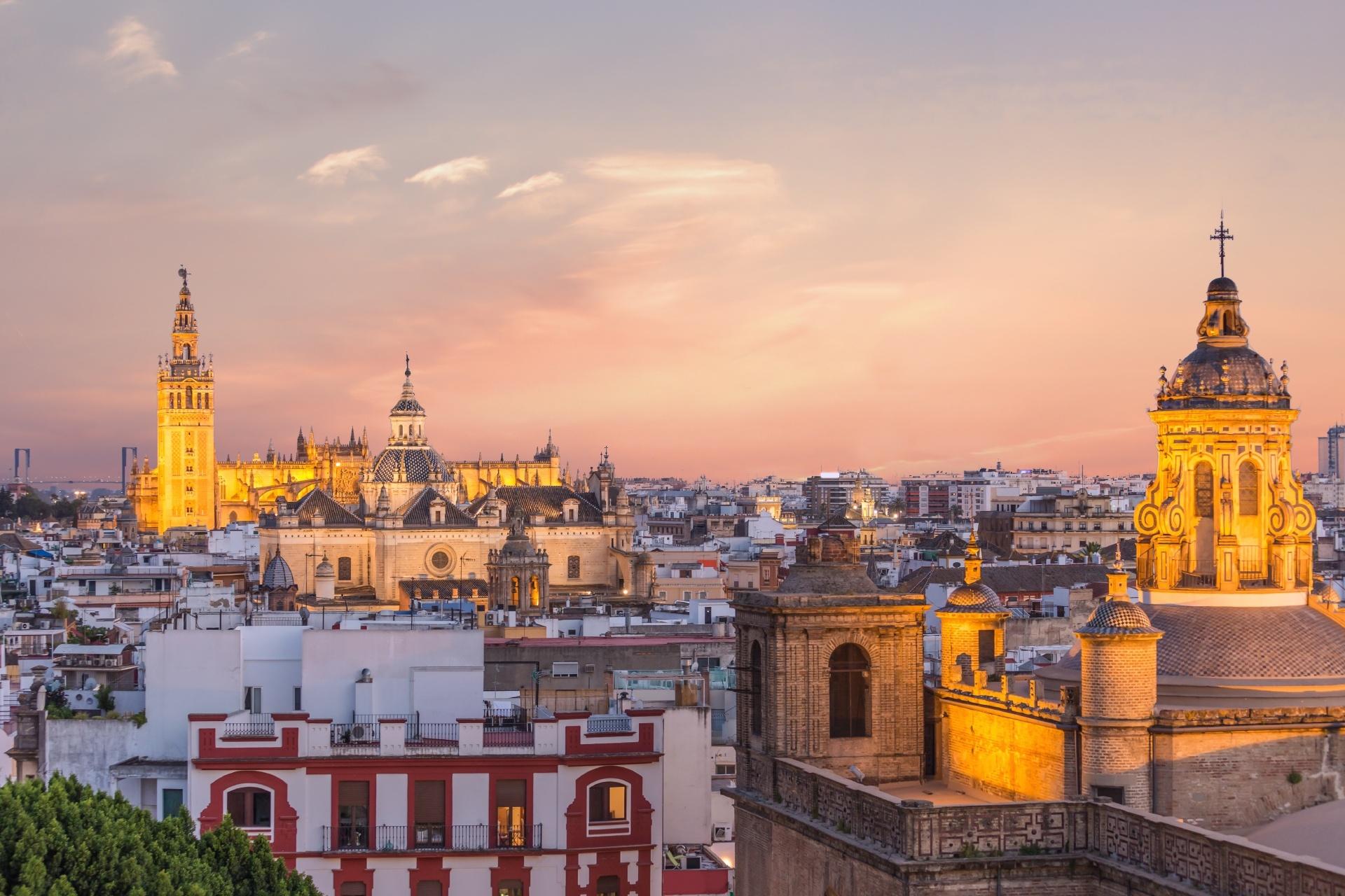 夕暮れのセビージャ スペインの風景
