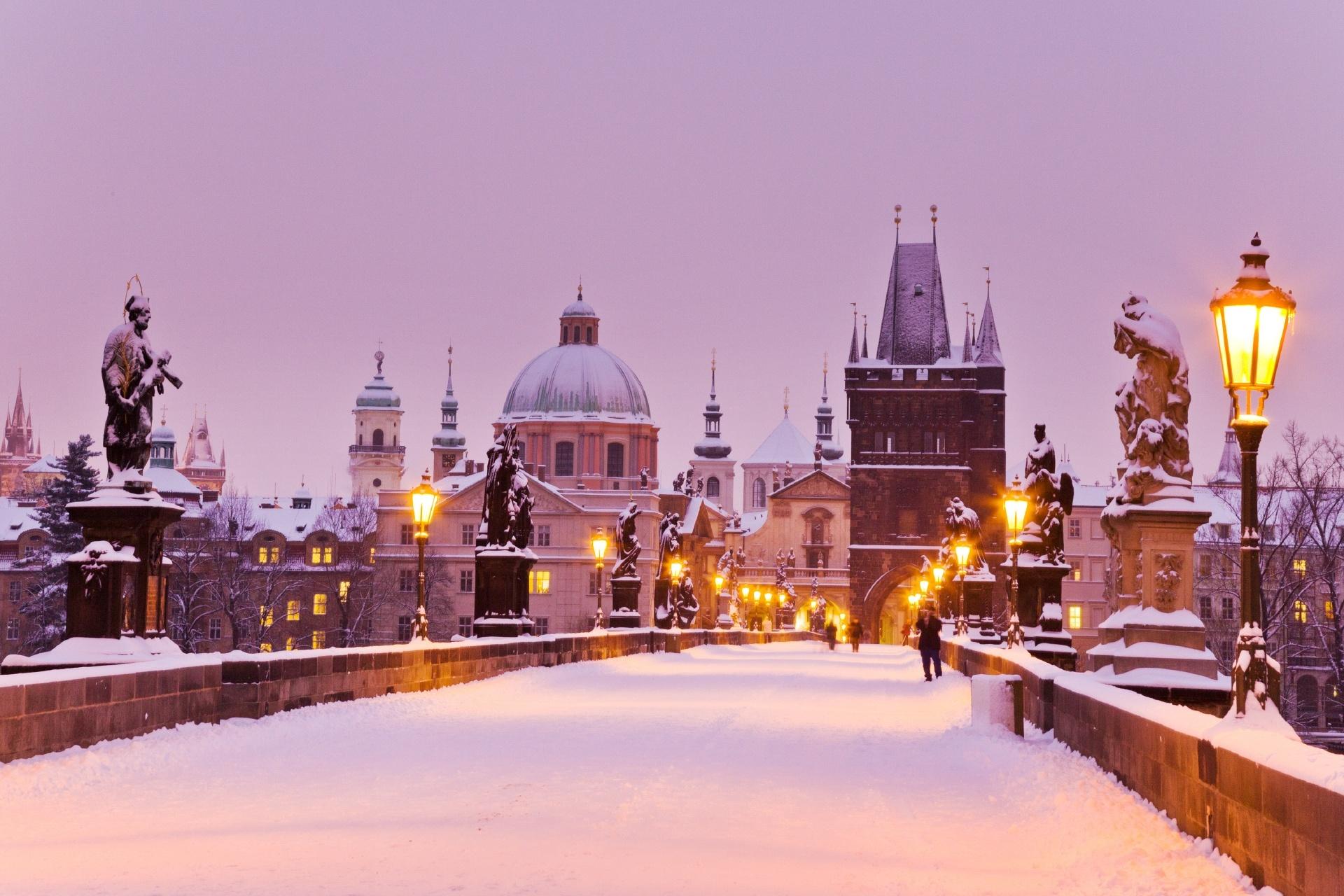 カレル橋と旧市街の風景 プラハの風景