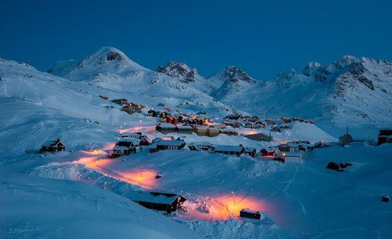 幻想的な風景 早朝のタシーラク グリーンランドの風景