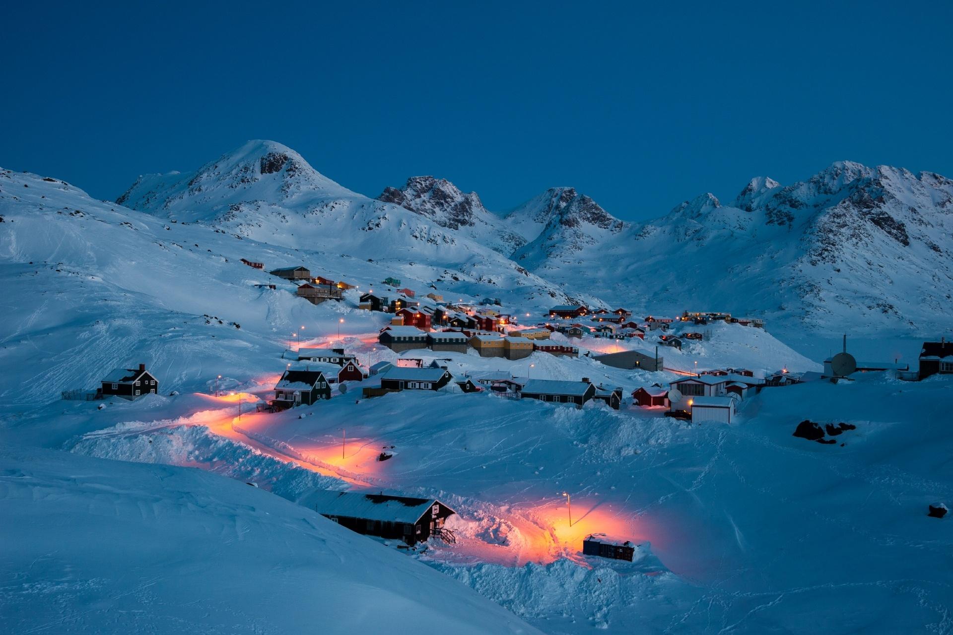 早朝のタシーラク グリーンランドの風景