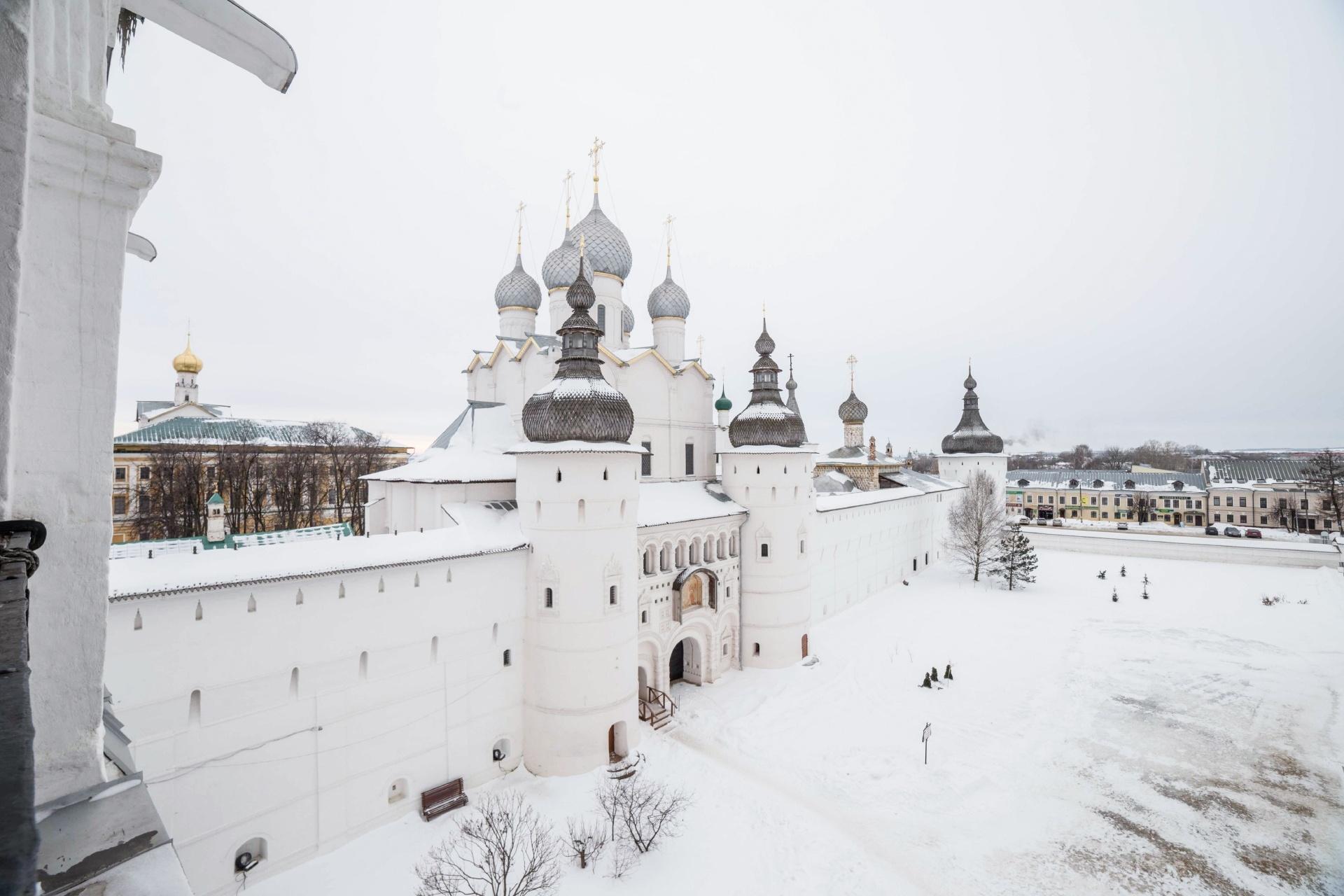 ロシアの町ロストフの中央広場 鐘楼と大聖堂 ロシアの風景