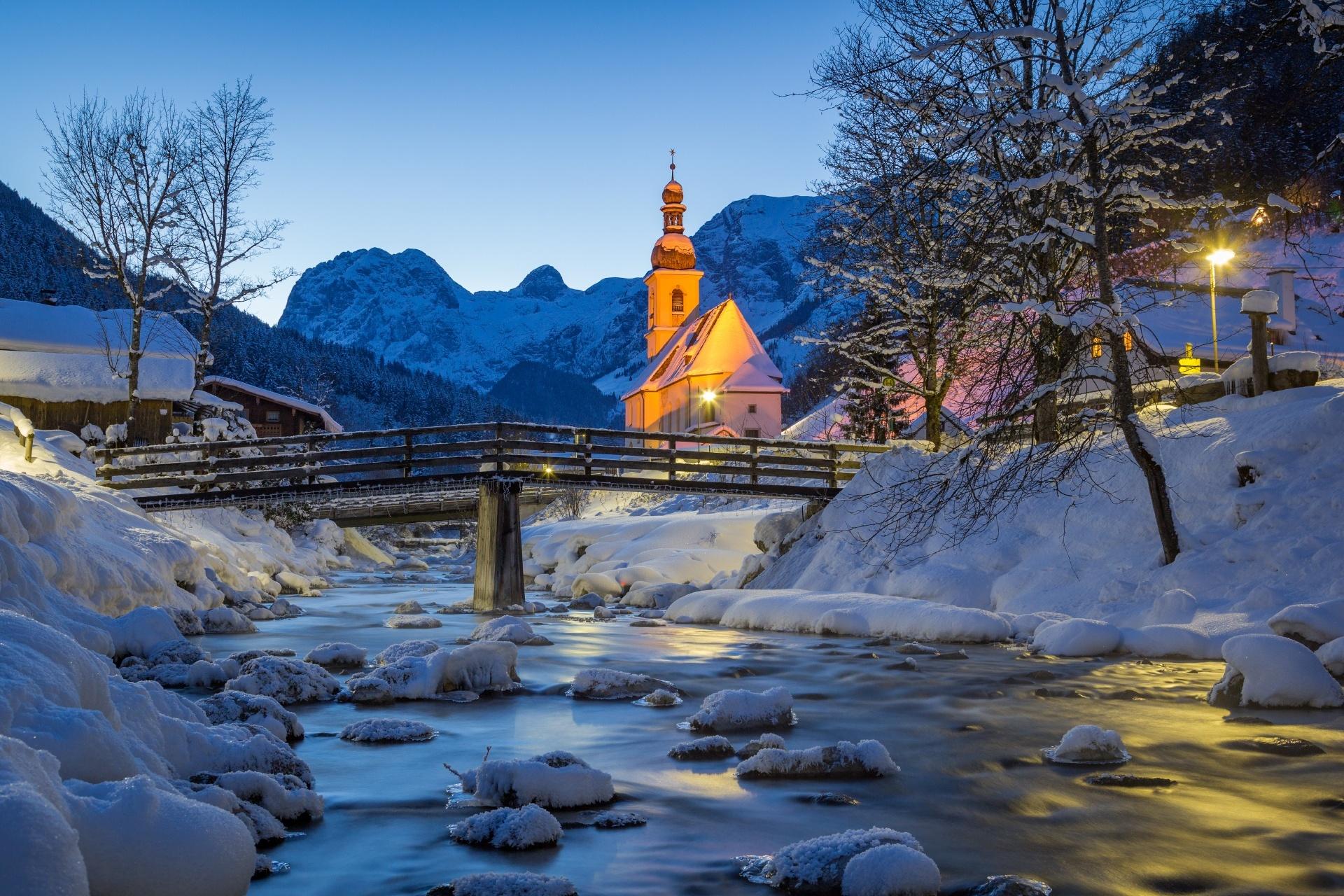 冬の夜のドイツ・バイエルン州 ベルヒテスガーデナー・ラント郡