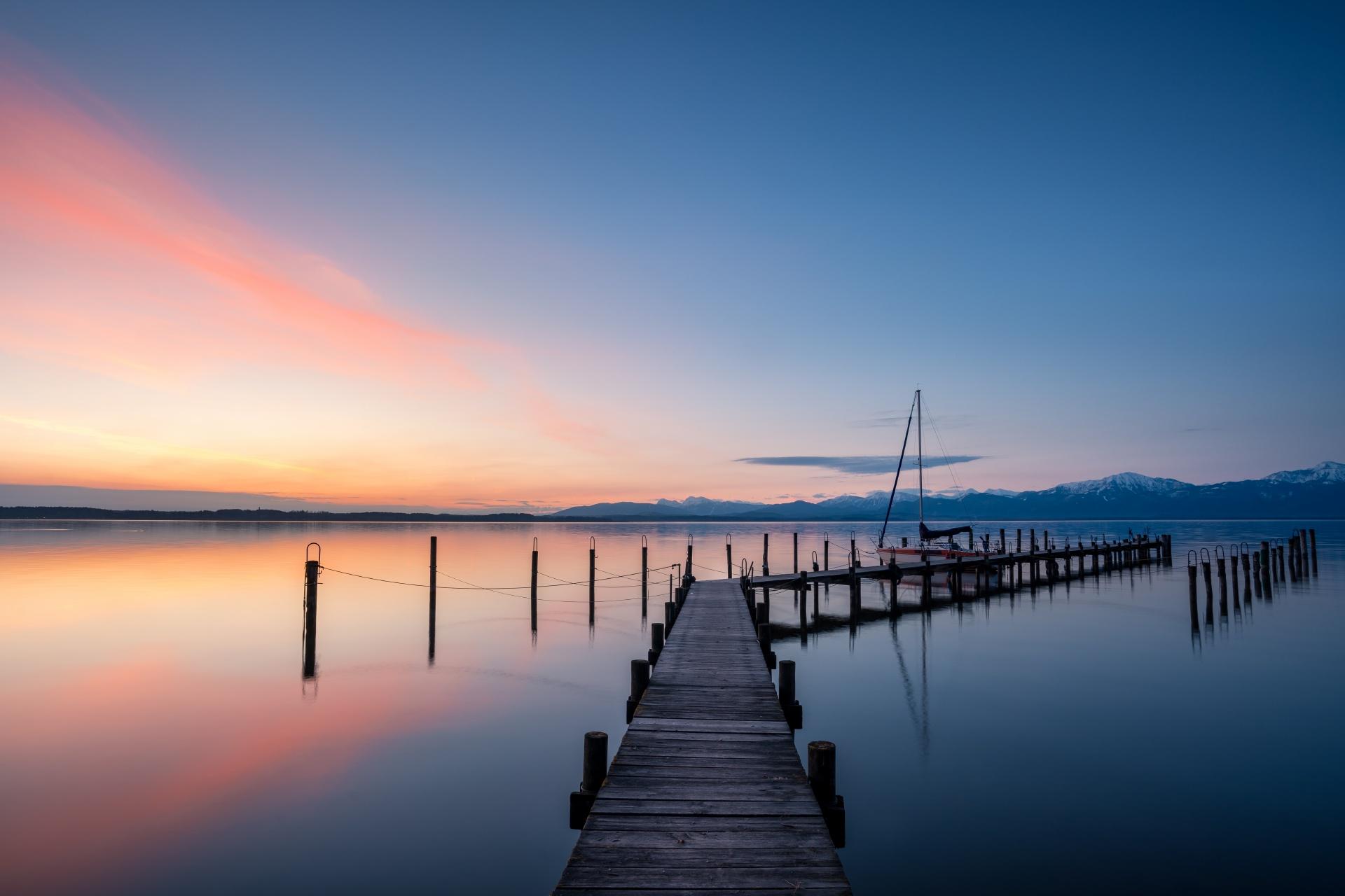 夜明けのキーム湖 ドイツの風景
