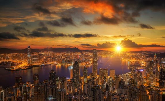 香港 ビクトリア・ピークから眺めるビクトリア・ハーバーの日の出 香港の風景