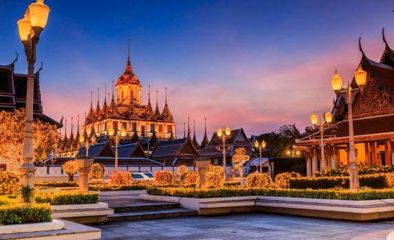 タイ バンコク 薄明のワット・ラチャナダー タイの風景
