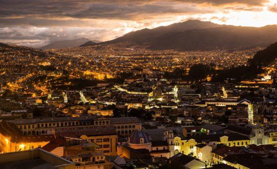 キトの夜景 エクアドルの風景