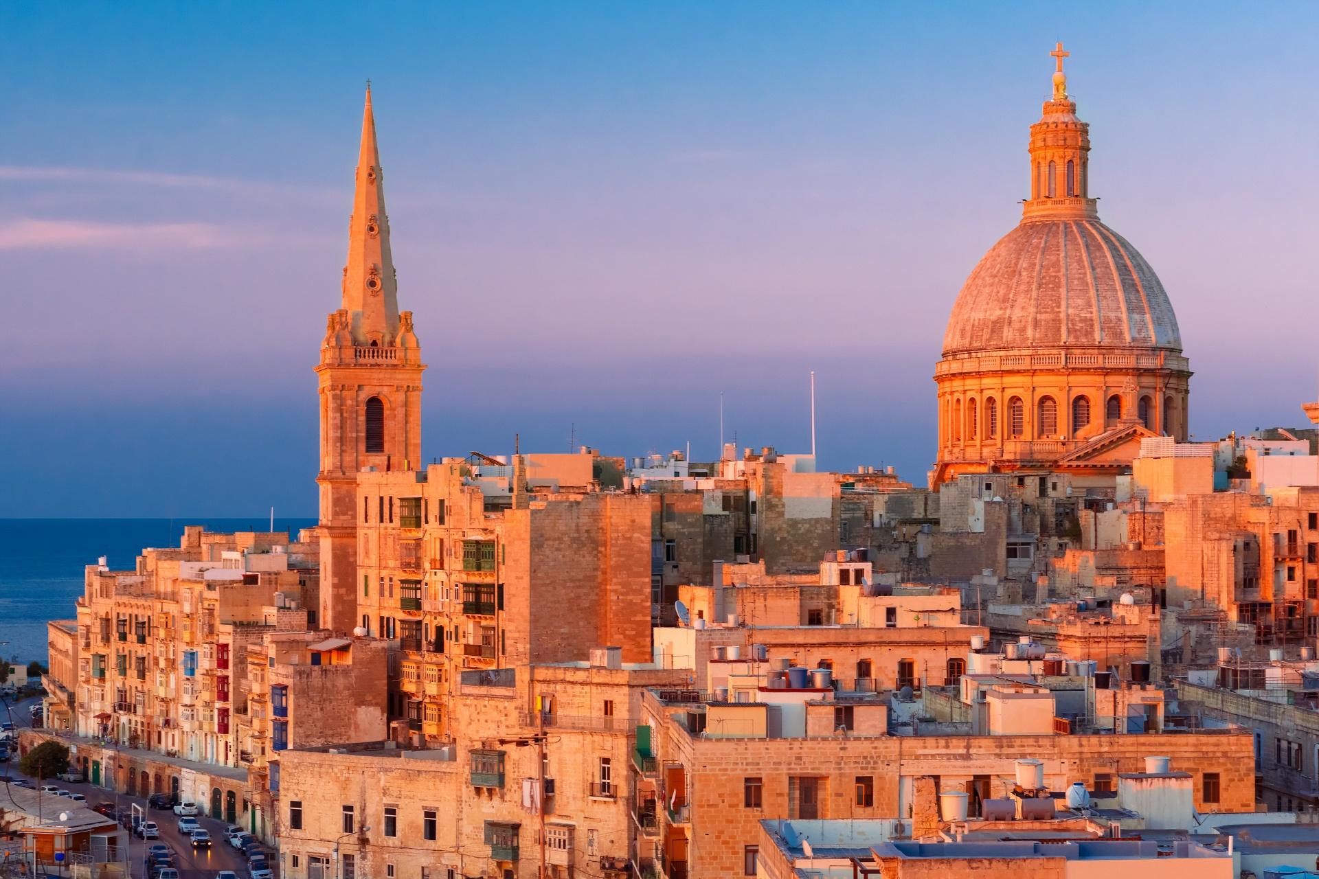 夕暮れのマルタ共和国バレッタの町並み マルタ島の風景