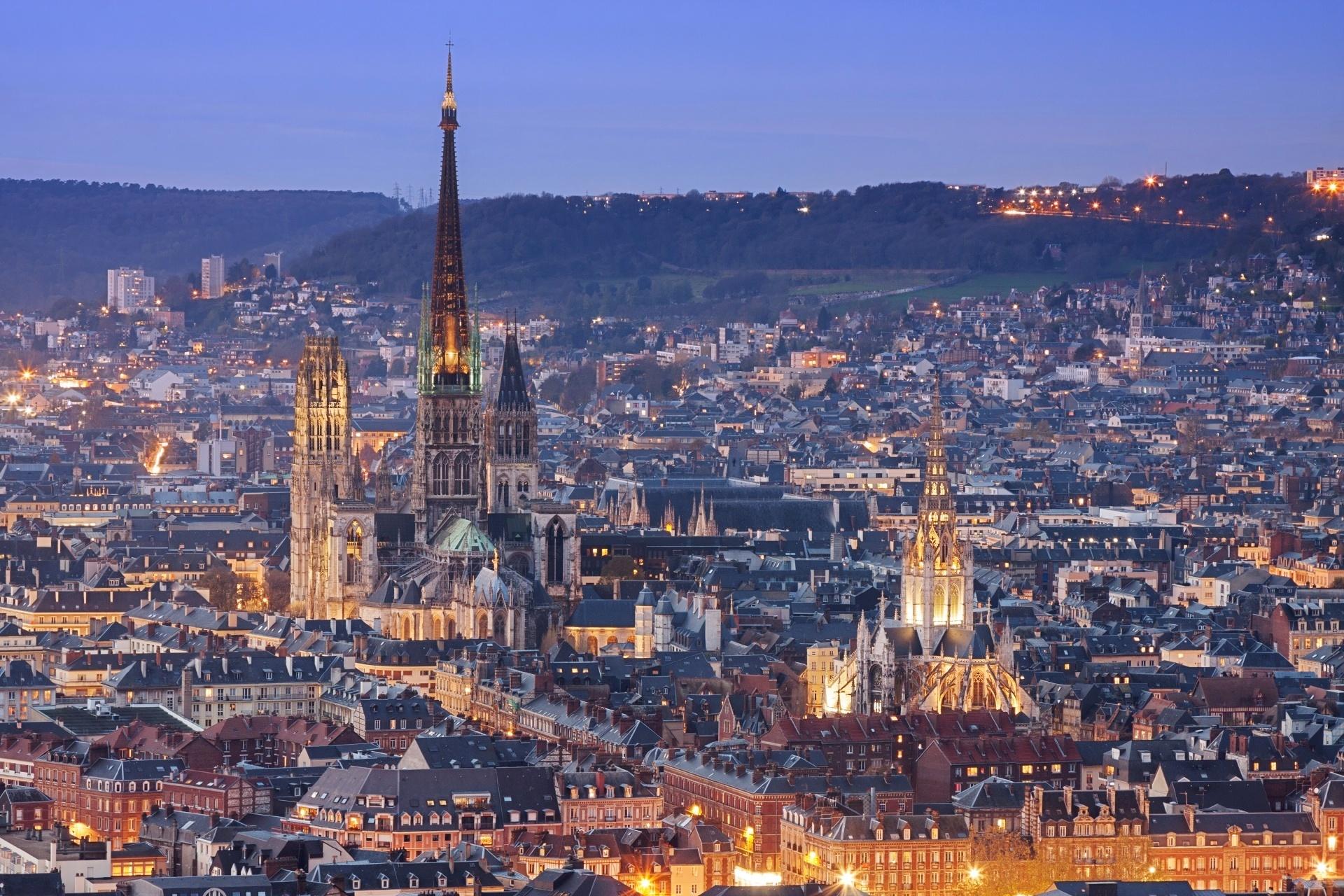 夕暮れのルーアン ノルマンディー フランスの風景