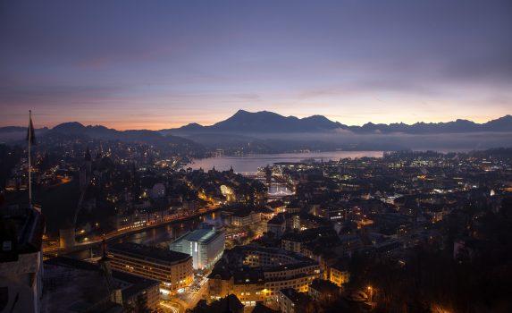 朝のルツェルンの風景 スイスの風景