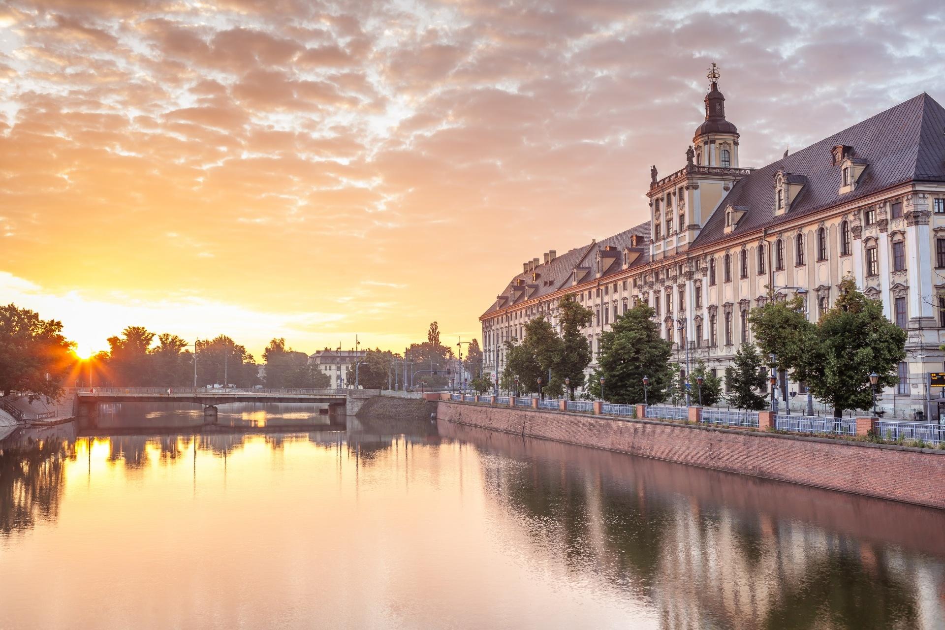 ポーランド ヴロツワフの日の出の風景
