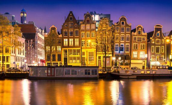 アムステルダムの穏やかな夜の風景 オランダの風景