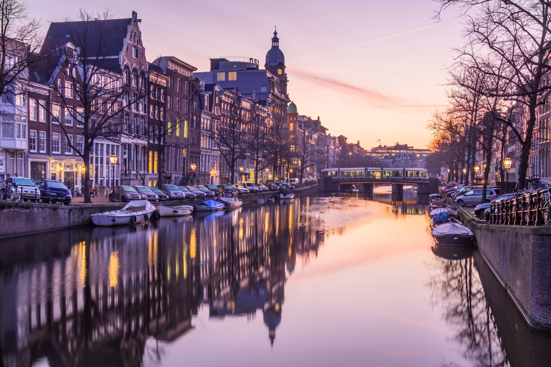 オランダ アムステルダム 朝のカイゼルスグラハト運河 オランダの風景