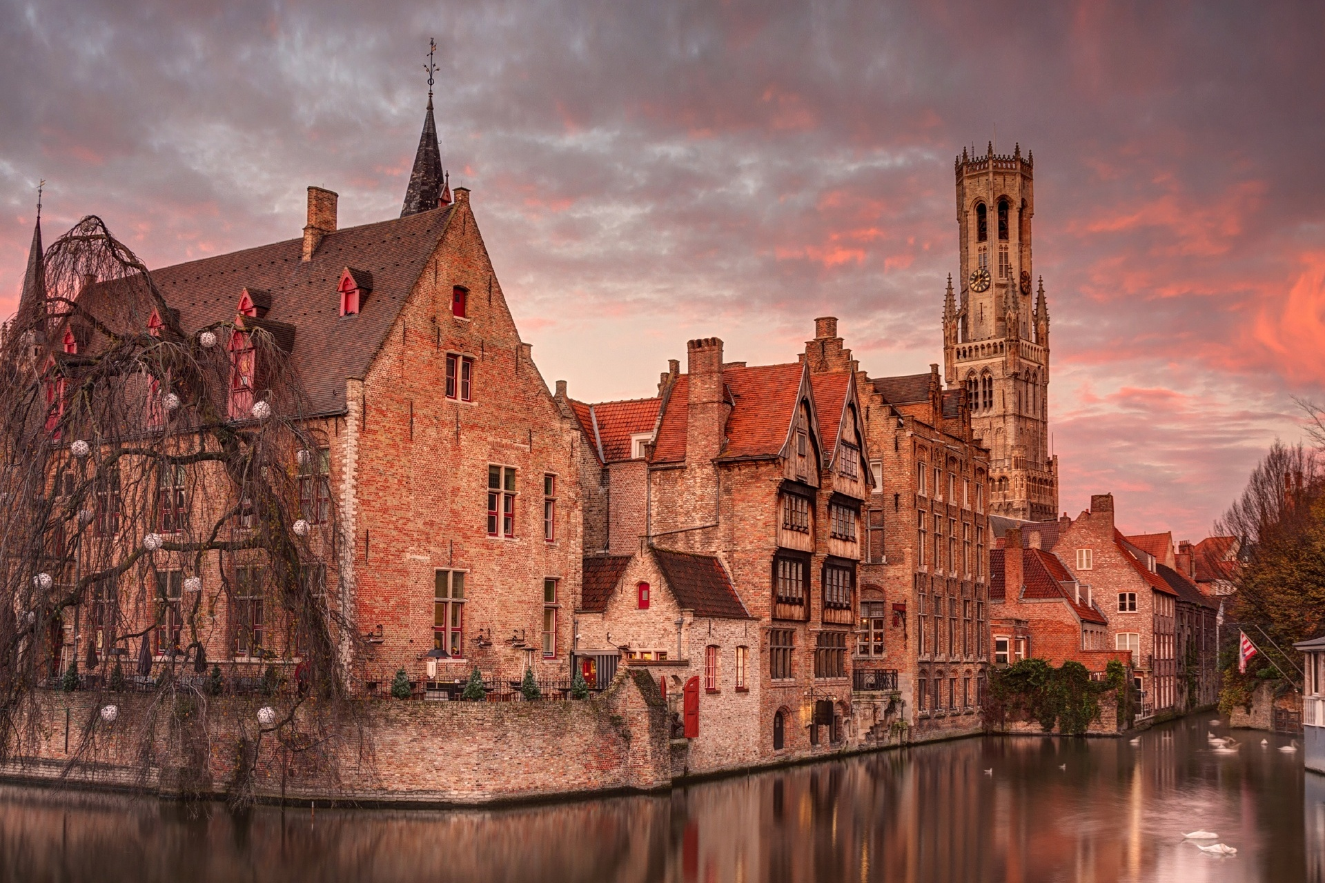 ベルギー 朝のブルージュの風景 ベルギーの風景