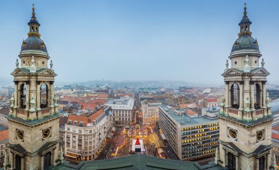 聖イシュトヴァーン大聖堂から眺める冬のブダペストの風景 ハンガリーの風景