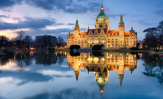 夕暮れのハノーファー市庁舎 ドイツの風景