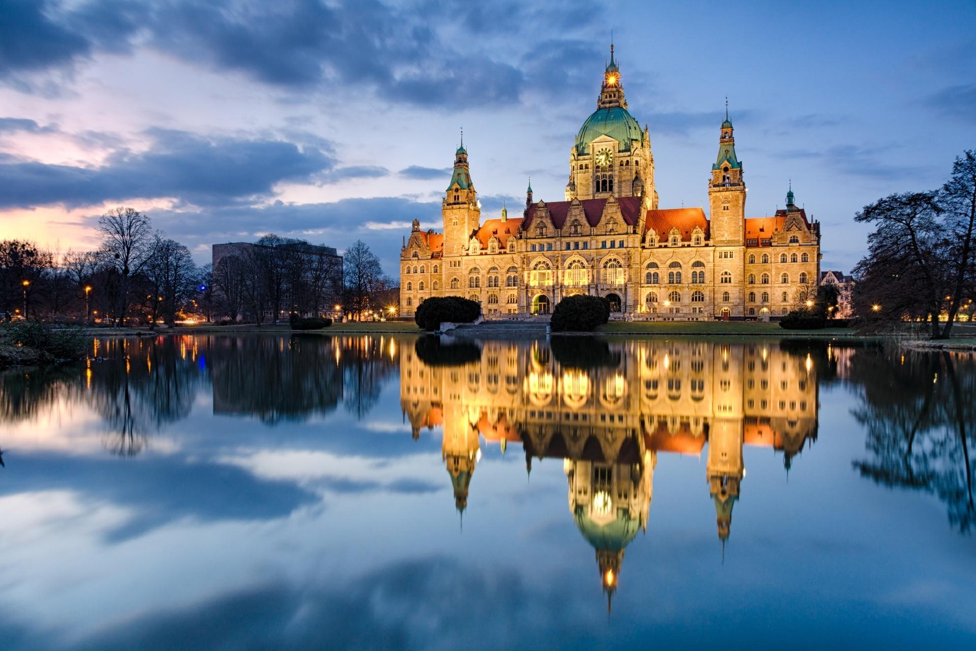 夜のハノーファー市庁舎 ドイツ