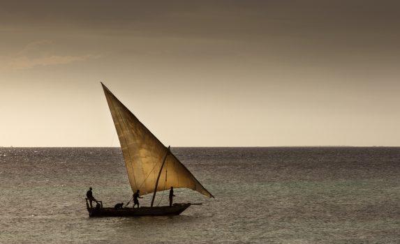 インド洋に浮かぶ漁船の風景 ザンジバル タンザニアの風景