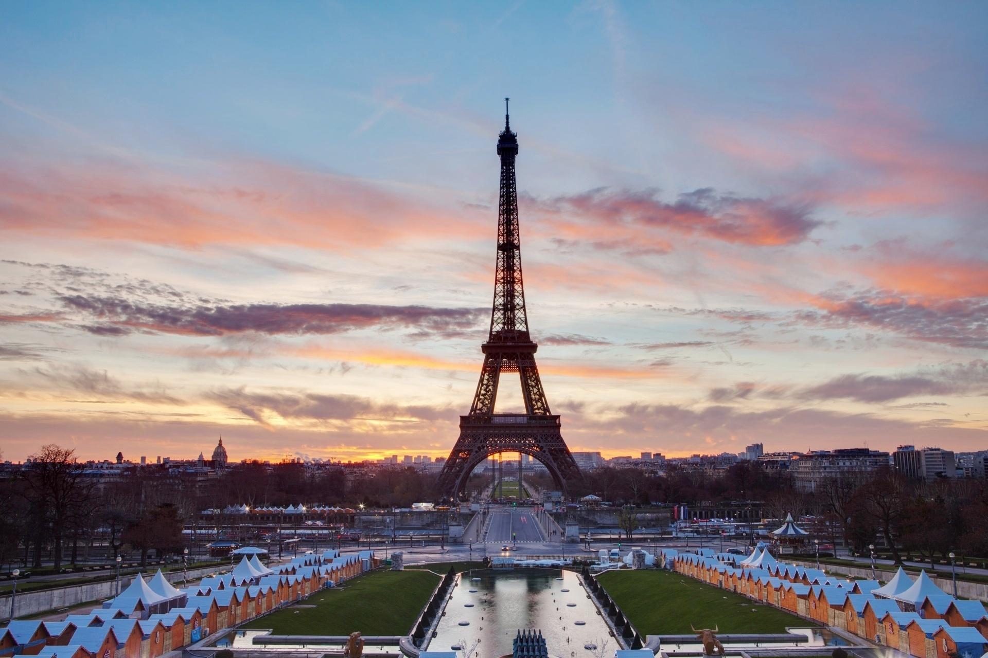 朝のエッフェル塔 早朝のパリの風景 フランスの風景