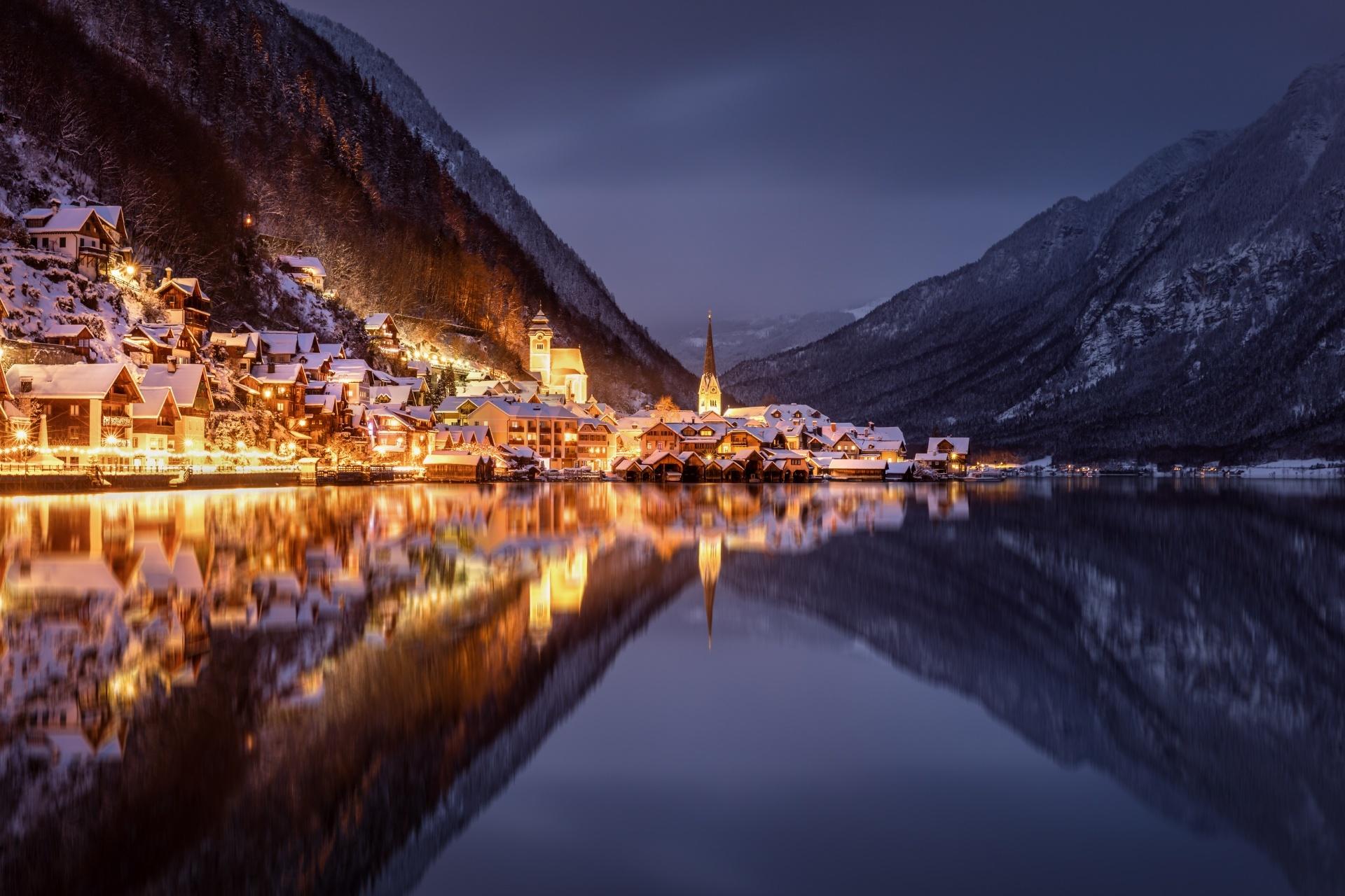 オーストリア ハルシュタットの夜の風景 オーストリアの風景