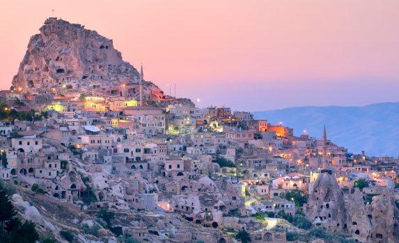 トルコ カッパドキア地方ネヴシェヒルの日没の風景 トルコの風景