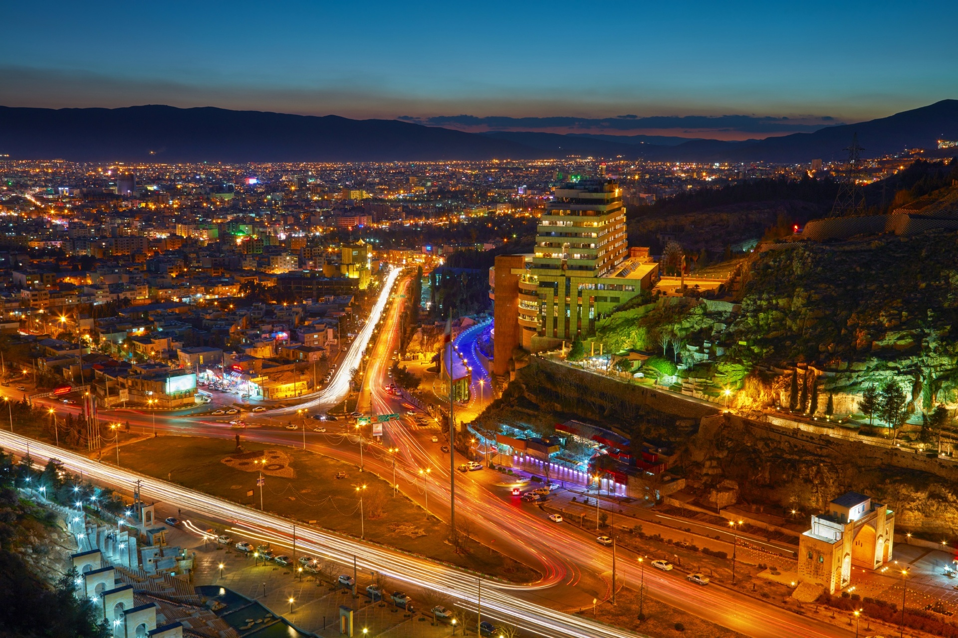 イラン シーラーズの夜景 イランの風景