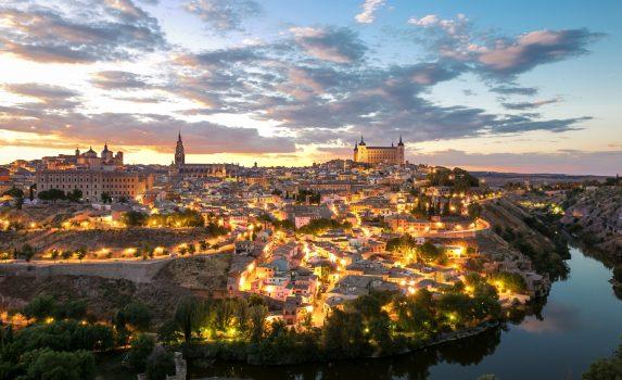 アルカサルとトレドの町並み スペインの風景