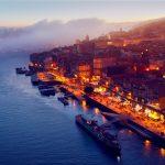 ポルトの旧市街とドウロ川の風景