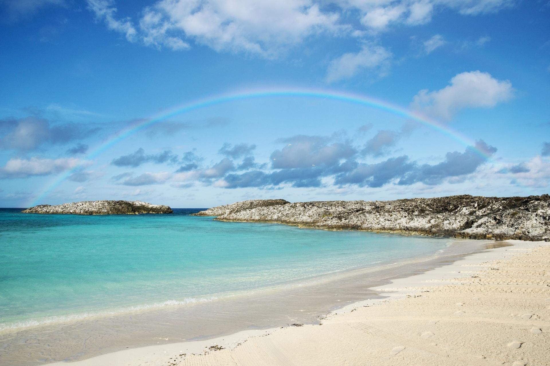 バハマ ビーチと虹の風景