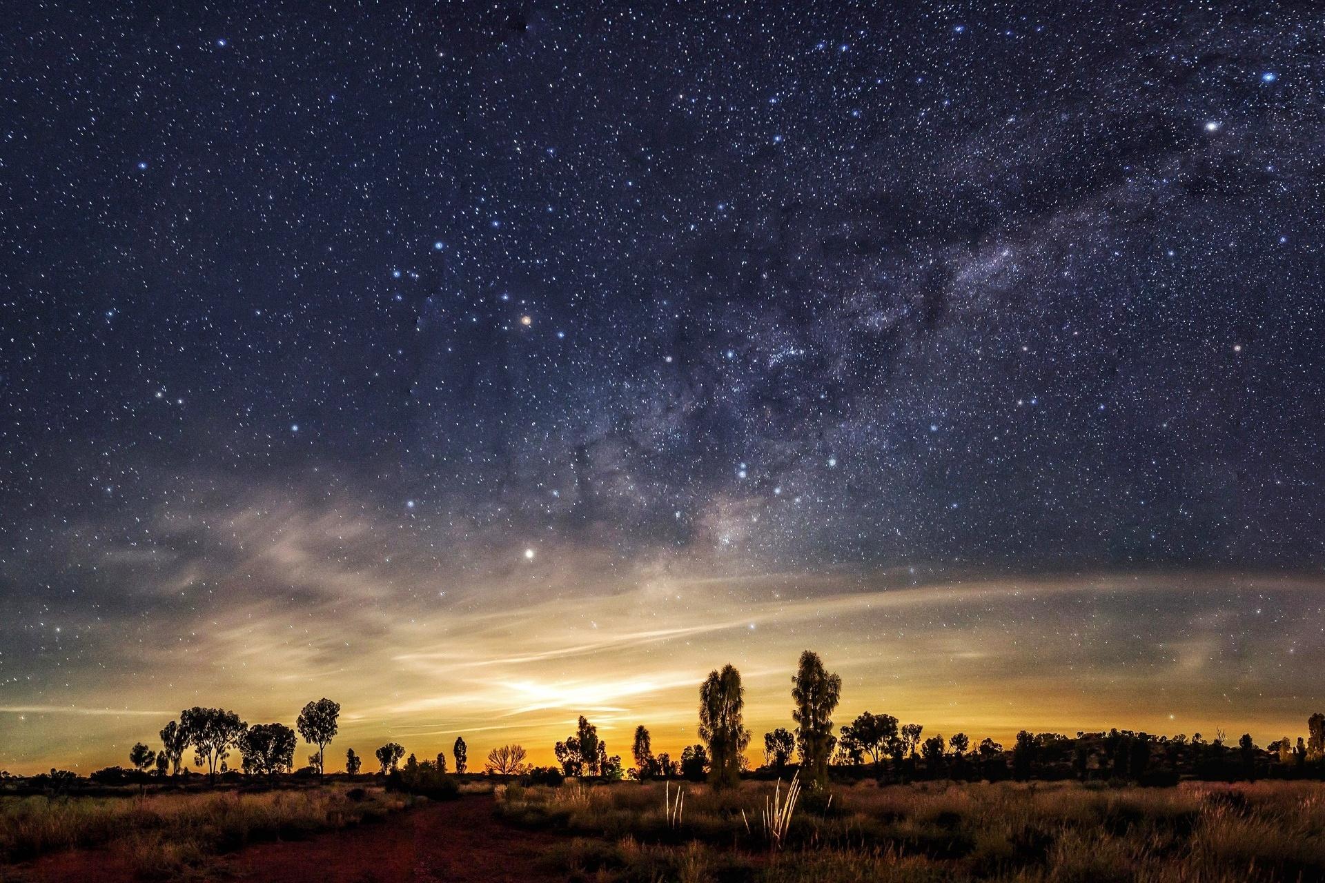 天の川と満天の星空 オーストラリアの夜の風景