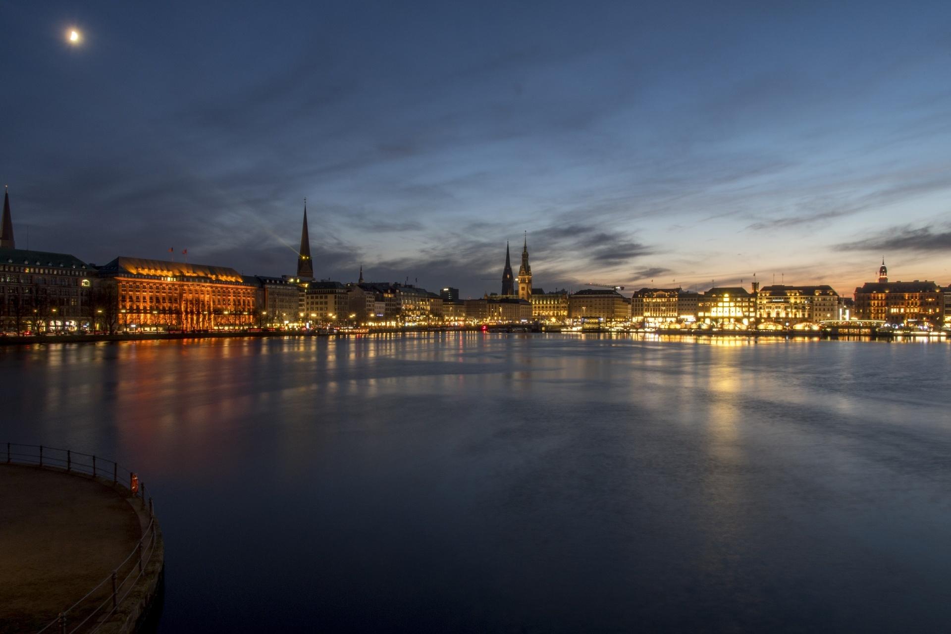 アルスター湖と夜のハンブルクの風景 ドイツの風景