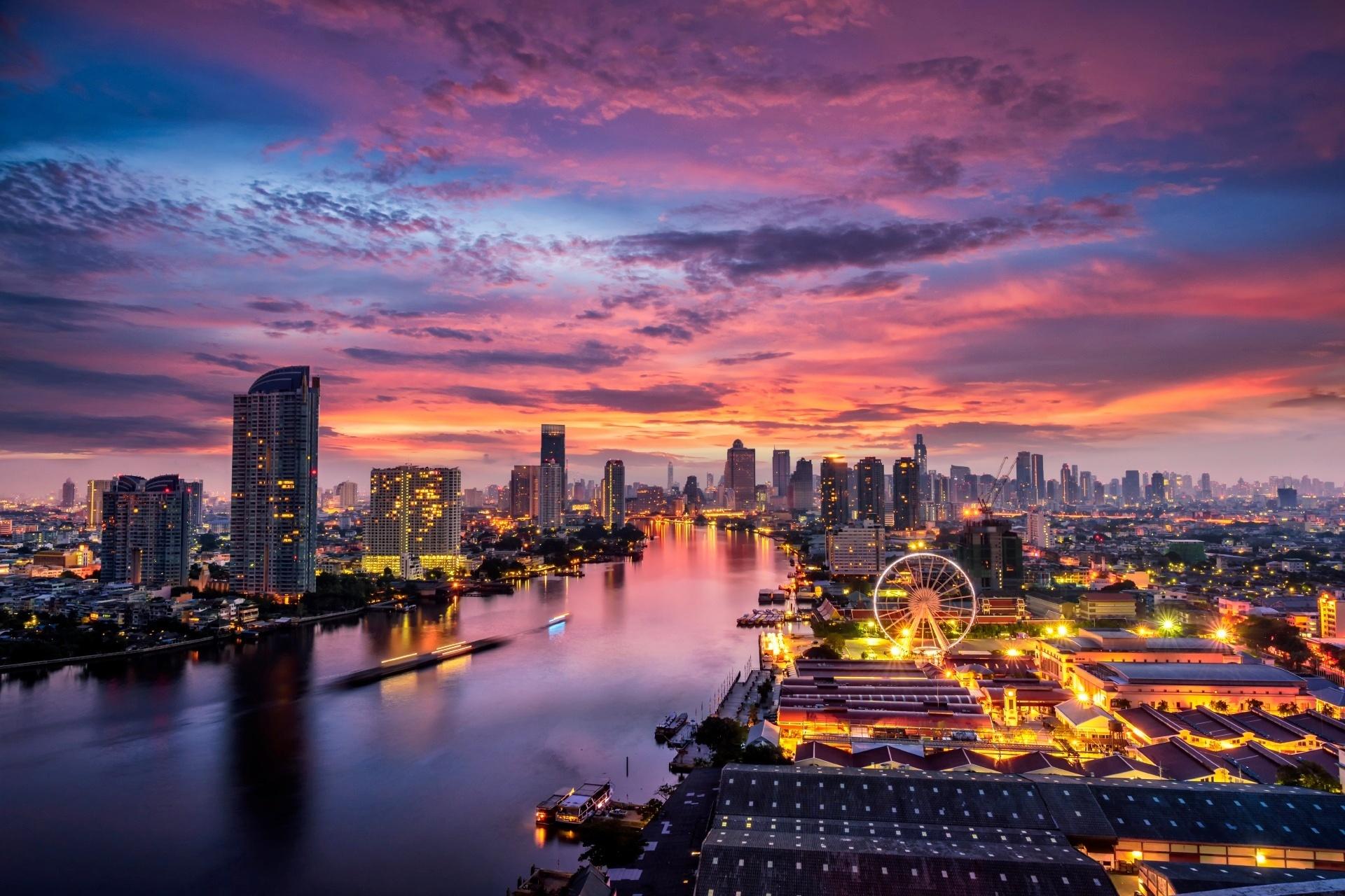 朝焼けのバンコクの町並み タイの風景