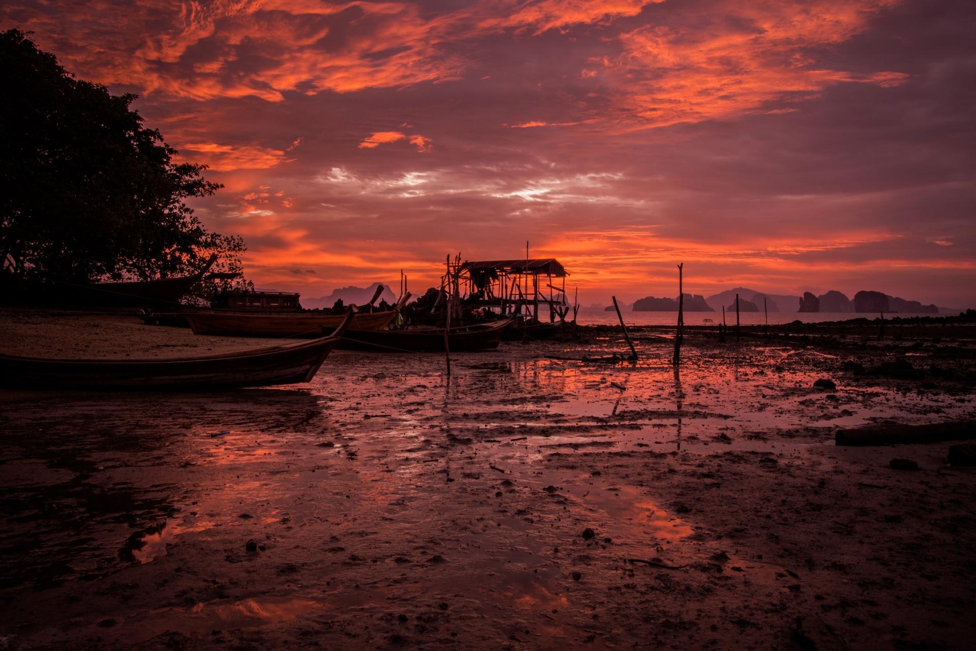 ヤオノイ島の漁村の朝焼けの風景 タイの風景
