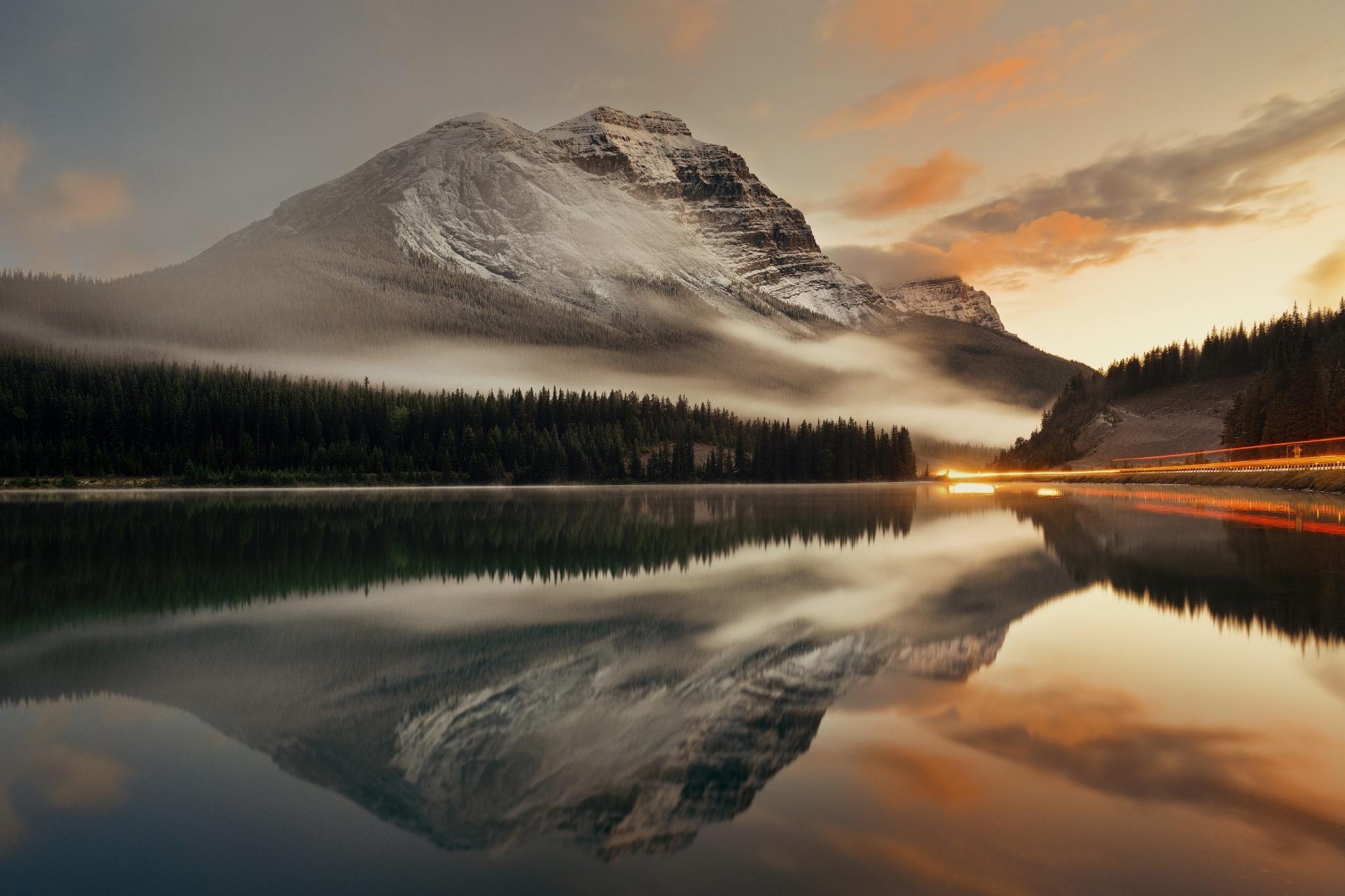 カナダ バンフ国立公園の夕日