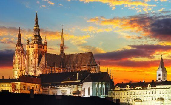 プラハ城と夕焼け空 プラハの風景 チェコの風景