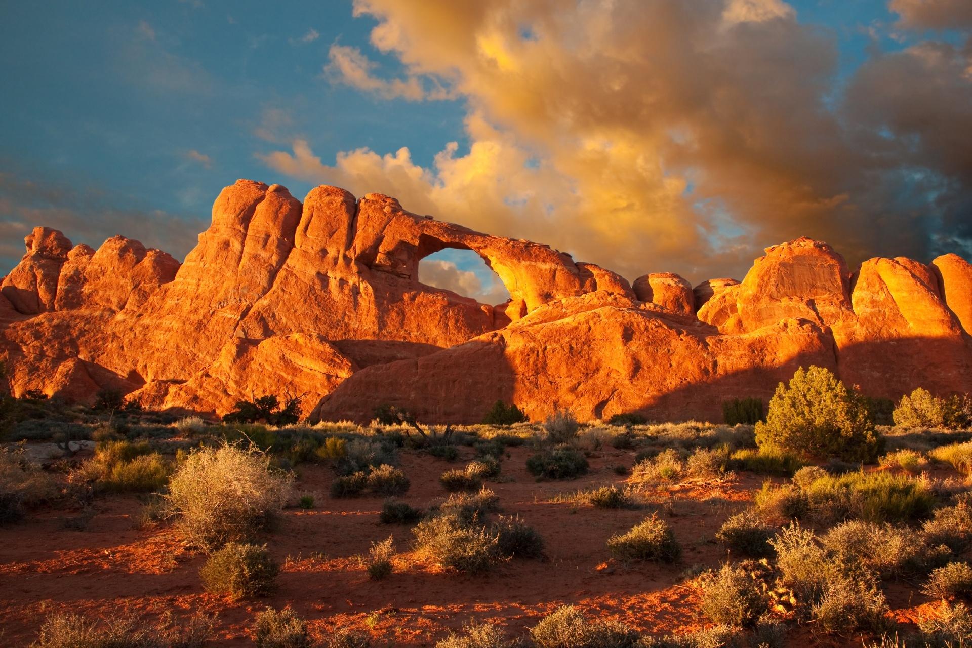 アーチーズ国立公園の日暮れの風景 アメリカの風景