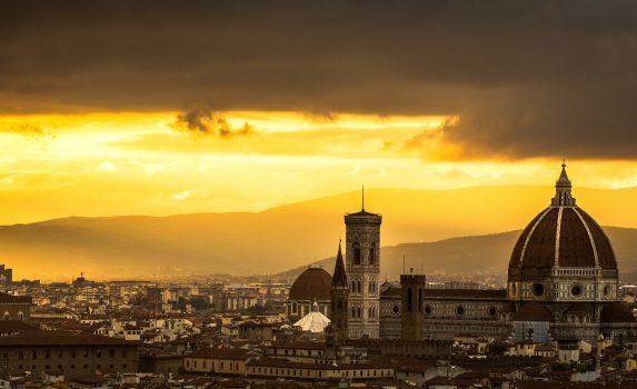 ミケランジェロ広場から眺める夕焼けの風景 フィレンツェ イタリアの風景