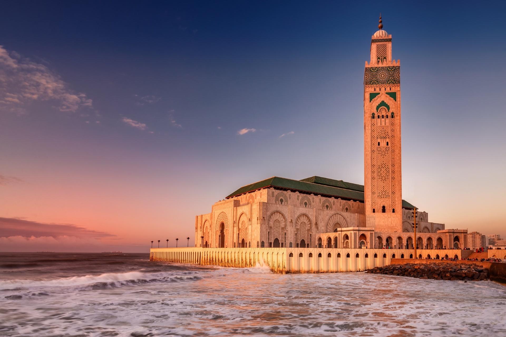 ブルーアワーのハッサン2世モスク モロッコ カサブランカ