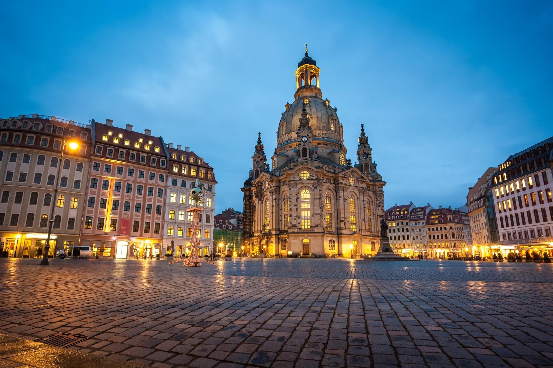 ノイマルクト広場と聖母教会  ドレスデンの夜の風景 ドイツの風景