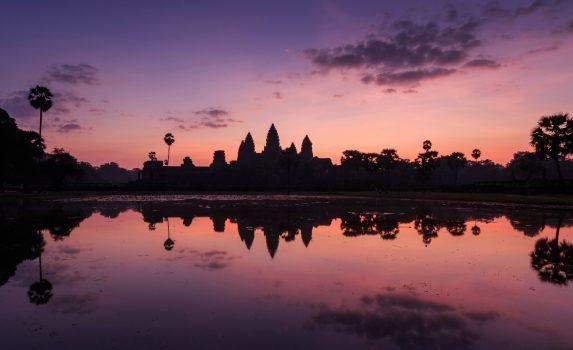 薄明のアンコールワット カンボジアの風景